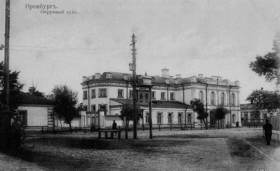 Окружной суд на Соборной площади (ул. Советская, 31). Здание располагалось рядом с Кафедральным собором.