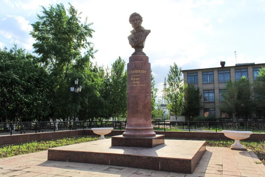 Памятник был отреставрирован к 200-летнему юбилею со дня рождения Александра Сергеевича.