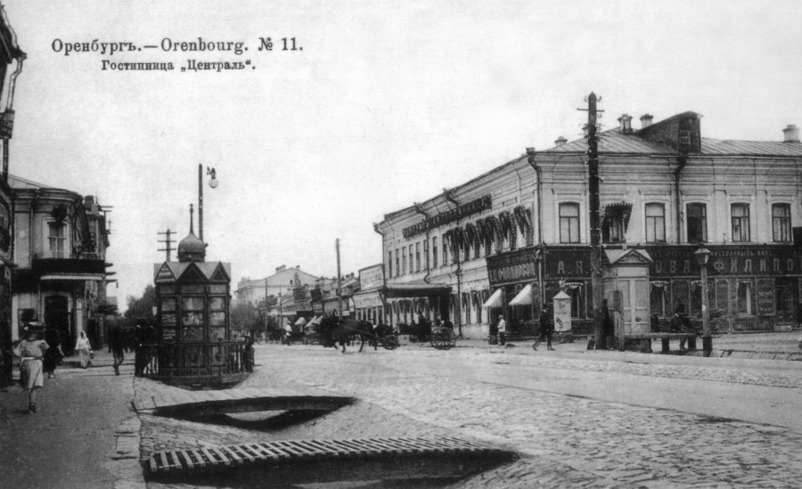 Пересечение Николаевской (ул. Советская) и Гостинодворской (ул. Кирова)