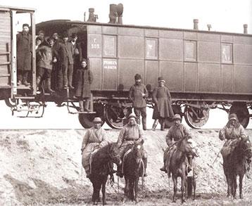 Первый почтовый поезд прибывший в Оренбург. Предположительно 1877 год. Источник: kraeved.opck.org