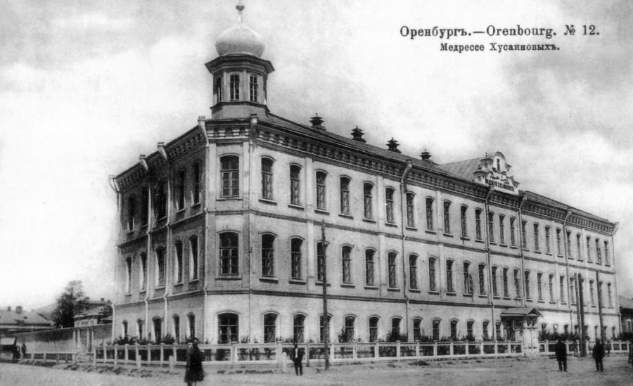 Медресе при мечети Хусаиния. Построено в 1891 г. на средства и по инициативе Ахмеда Хусаинова и его брата М. Хусаинова