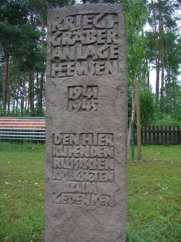 С 1941 по 1945 гг. в 500-стах метрах от этого кладбища по трассе B 209 находился лагерь для советских военнопленных, относящийся к шталагу XC в Нинбурге.
