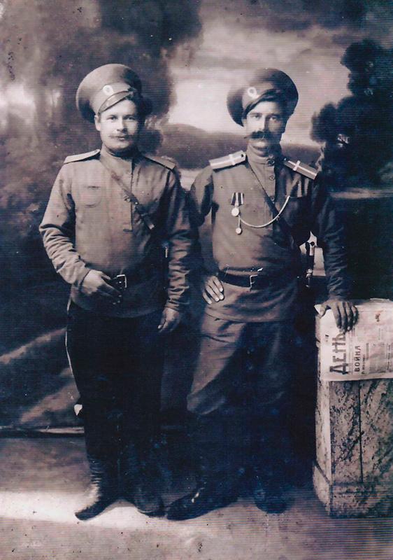 Казак Черемухин Петр (слева)