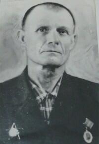 Ливинцов Михаил Васильевич в 1938 – 1939 годах работал директором Бердской школы и был учителем русского языка.