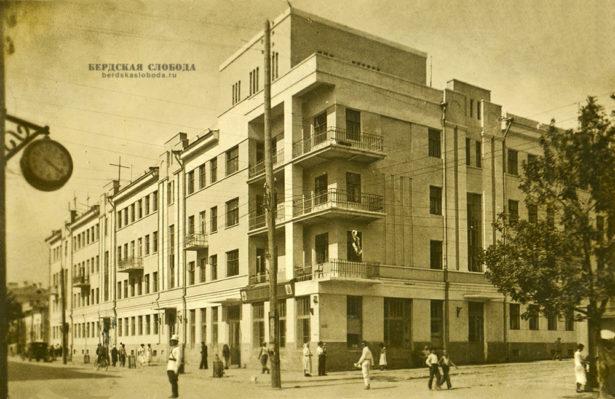 Пересечение улиц Советской и Максима Горького, 1937 год.