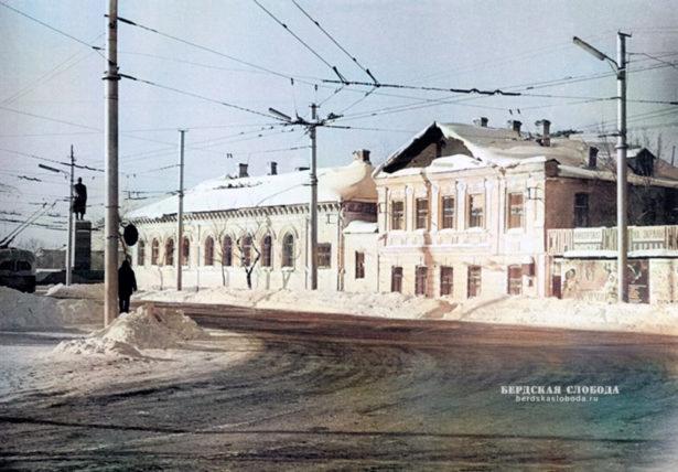 Старое здание железнодорожной школы