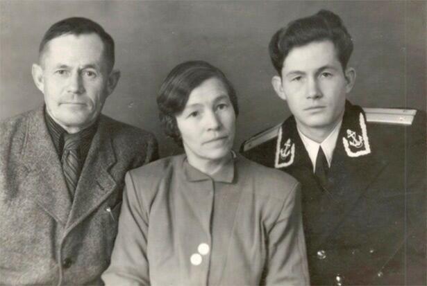 Фотографию нам прислал оренбуржец Юрий Соустин. На фото – родной брат его бабушки, фронтовик Борис Ильич Копытин.