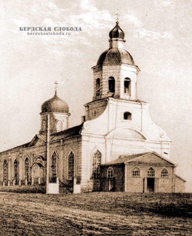 В конце бульвара располагается территория Введенского собора