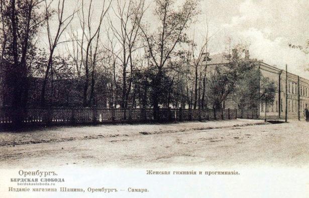 В этом здании в Оренбурге, по адресу Ленинская 25, до 1872 года находилось Неплюевское военно-гражданское училище, позже преобразованное в Неплюевский кадетский корпус.