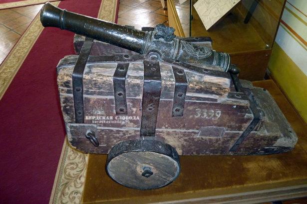 В Губернаторском музее Оренбурга есть интересная пушка, участник пугачевского восстания.