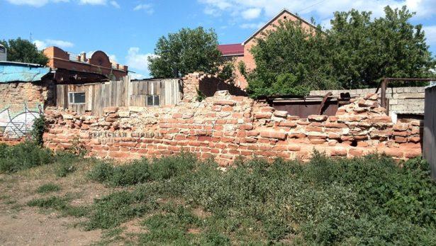 Старинная кладка на улице Бурзянцева в Оренбурге