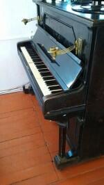 Ну а теперь о фортепиано. Оно появилось в музейной коллекции, можно сказать, чудом.