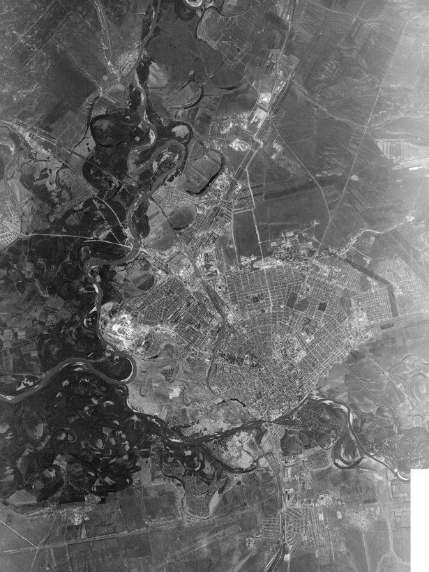 На представленном снимке, сделанном 30 мая 1965 года с американского спутника KH-7 Gambit*, показан Оренбург 1965 года.