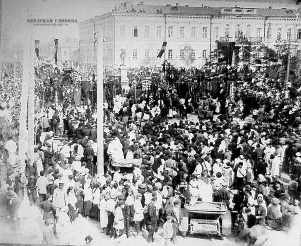 Открытие памятника В.И. Ленину. Оренбург, 1 мая 1925 года.