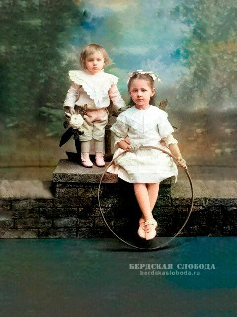 Катя и Николенька Дегтяревы. Снимок примерно 1912 года.