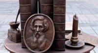 В Оренбурге открыт памятник толковому словарю Даля