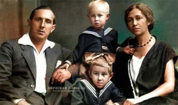 Леопольд Ростропович и Софья Федотова с сыном Мстиславом и дочерью Вероникой.