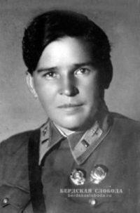 Полина Денисовна Осипенко, советская летчица, одна из первых женщин, удостоенная звания Герой Советского Союза.