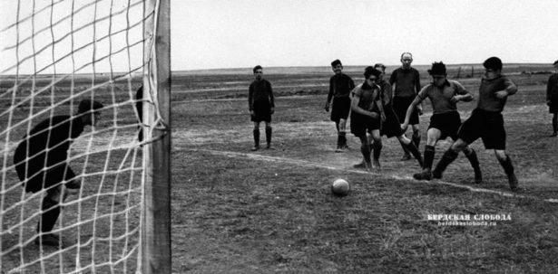 Футболисты совхоза «Озерный» Адамовского района, Чкаловской области, 1954 год