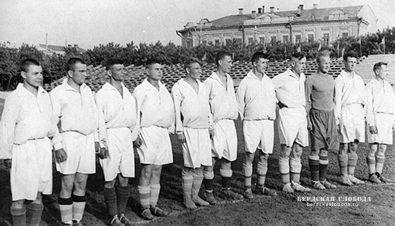 Первые упоминания о футболе на территории Оренбуржья приходятся на конец XIX - начало XX вв. Тогда матчи носили стихийный характер, и лишь в военном училище они игрались по правилами.