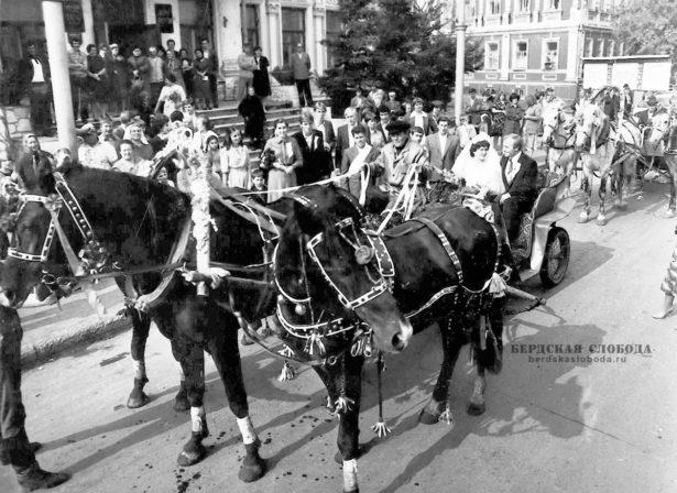 30 декабря 1965 года в Оренбурге по адресу: улица Пионерская, дом 9, в здании до 1917 года принадлежавшем купцу Василию Мякинькову, был открыт Дворец бракосочетаний.