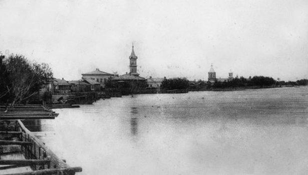 Набережная Урала в Гурьеве. Фото рубежа XIX-XX вв.