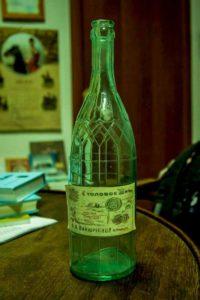 Бутылка из-под столового вина, выпущенного на ректификационном заводе Ванюшиных в Уральске. Музей «Старый Уральскъ».