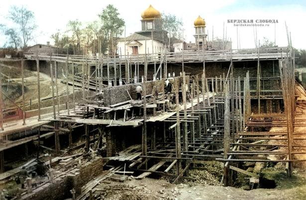 Здания Богодуховского Иоанно-Предтеченского мужского монастыря разрушены в конце 1920-х гг. при строительстве тепловой электростанции. Сохранилось здание миссионерской школы. Фото 1929 года