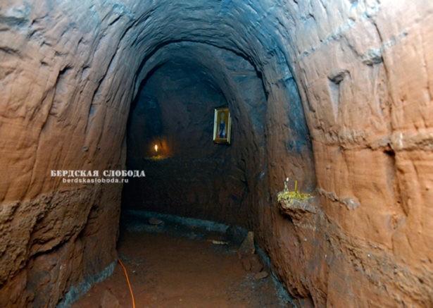Святые пещеры близ Переволоцка Оренбургской области
