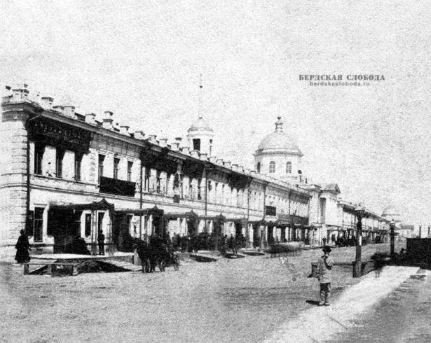 Торговый амбар Товарищества помещался в центре города, размещался в двух этажах, в нижнем была торговля, а в верхнем кабинет Кудрина и контора.
