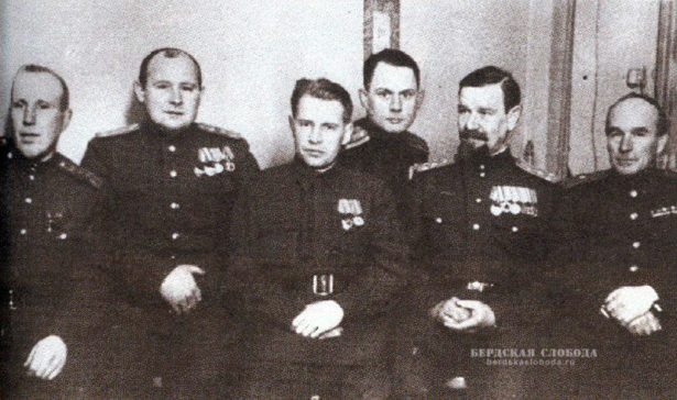 Командование Чкаловского танкового училища.