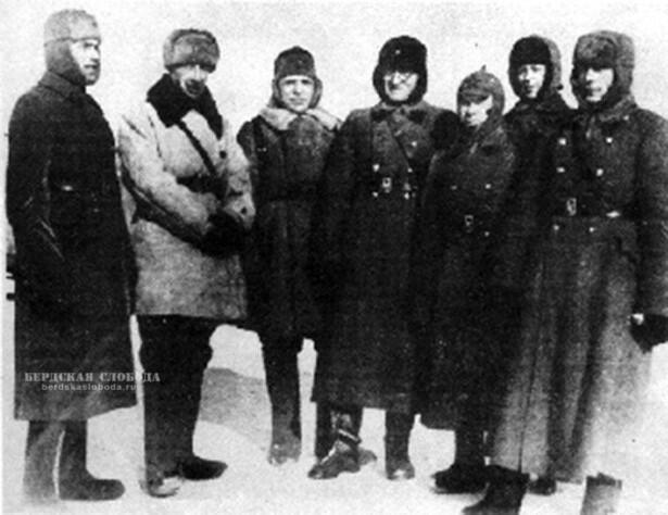 На полевых занятиях Чкаловского училища зенитной артиллерии в 1942 году.