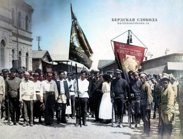 100 лет назад рабочим Оренбурга вручено Почетное революционное Знамя Всероссийского Центрального Исполнительного Комитета (ВЦИК).