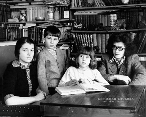 Шестое поколение: Екатерина, Михаил, Анна и Александр– дети Александра Георгиевича иМихаила Георгиевича.1973 год, Москва