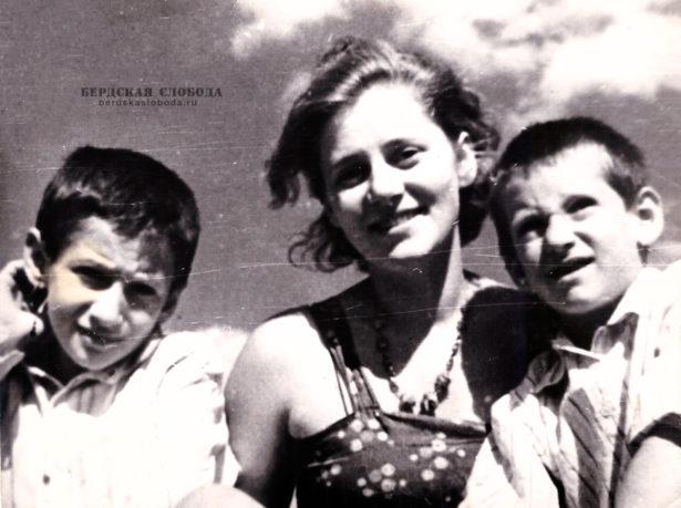 Сыновья от Георгия и Екатерины были: Александр – 14 июля 1926, и Михаил – 26 марта 1929.
