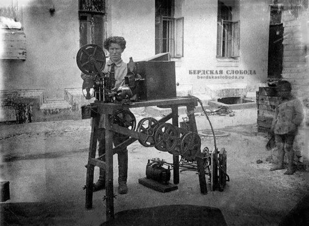 Кинопередвижка Всероссийского Фотокиноотдела Наркомпроса. 1935 год.