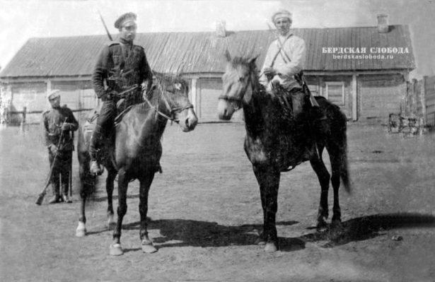 Оренбургские казаки на лошадях киргизской породы, 1900-1910 гг.