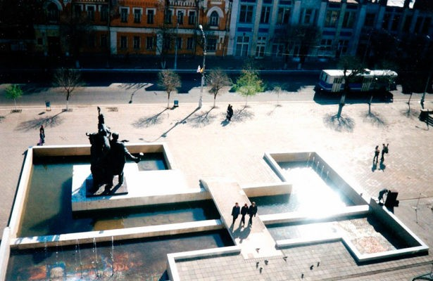 Памятник на площади на ул. Советская, 1993 год